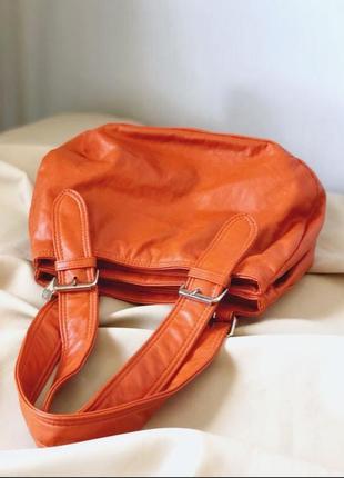 Шикарная маленькая лёгкая  вместительная сумочка