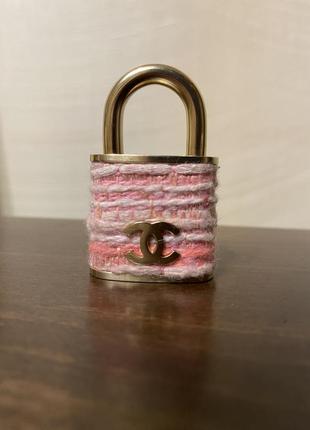 Chanel оригинал твидовая розовая брошь замок