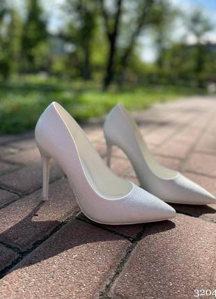 Белые туфли женские на шпильке лодочки