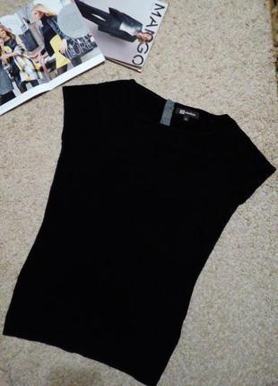 Monton cтильная кофточка черного цвета с контрастной застежкой на спине