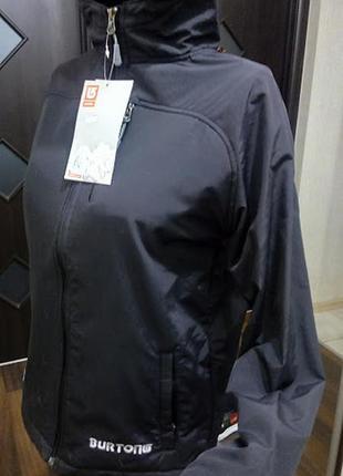 Мега крутая брендовая базовая куртка софтшел на все сезоны с капюшоном и карманами