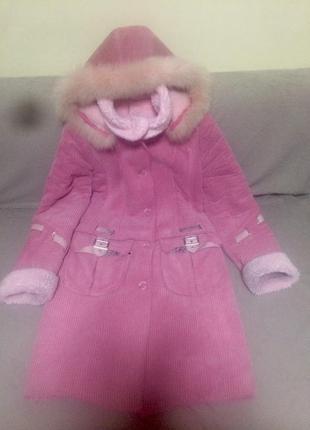 Розовое велюровое пальто