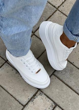 Кроссовки женские белые на платформе