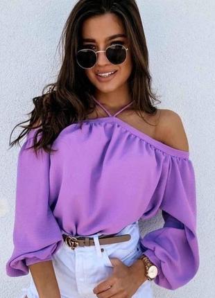 Женская кофта свободного кроя с открытыми плечами