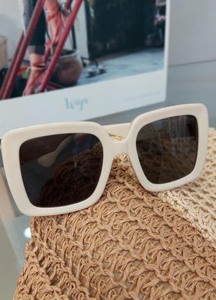 Солнцезащитные очки женские в стиле louis vuitton
