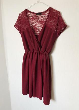 Платье с кружевом-сеточкой
