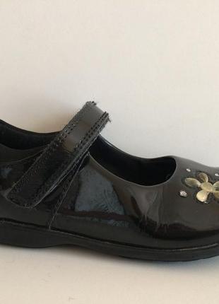Лаковые туфли балетки лодочки с мигалками clarks для школы и не только