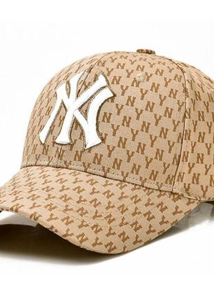 Стильная бежевая кепка new york (нью-йорк) с принтом.