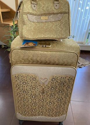 Чемодан с сумкой косметичкой для модниц