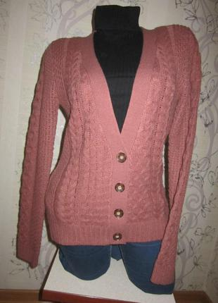Теплый свитер с узором на пуговицах 46 м