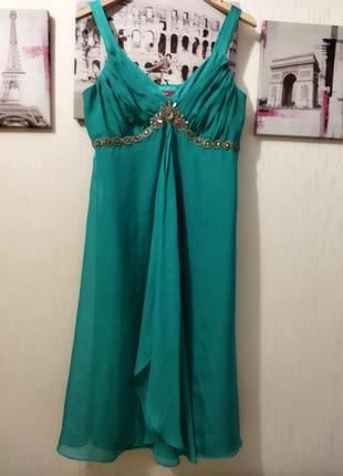 Красивое зеленое платьице с натурального шелка