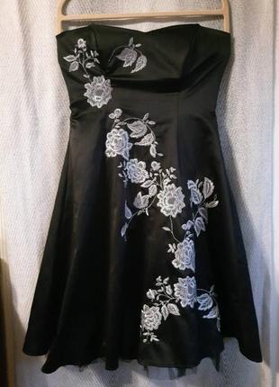 Женское короткое черное платье вышиванка.