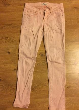 Пудрово-розовые джинсы на низкой посадке