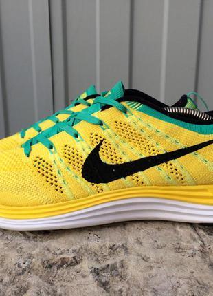 Яркие желтые кроссовки nike revolution