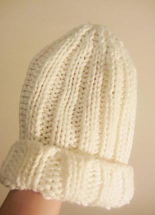 Белая вязанная зимняя шапка!lдешево!распродажа!