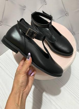 Кожаные туфли на ремешке в любом цвете