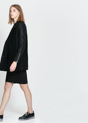 Очень стильное шерстяное теплое пальтишко с кожаными рукавами и кармашками