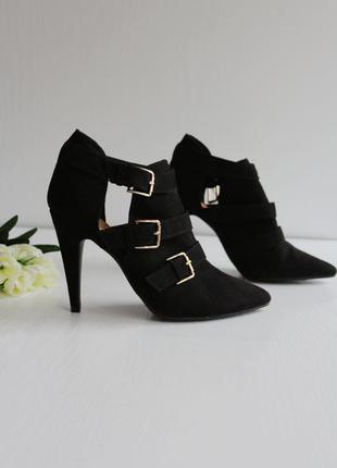 """Крутые """"замшевые"""" туфли с ремешками на высоком каблуке"""