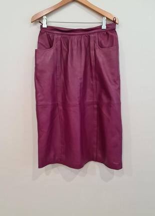 Бордовая кожаная юбка миди