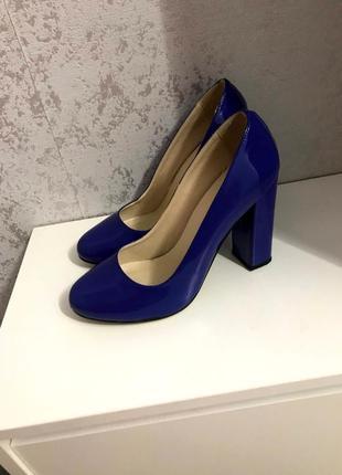 Лаковые туфли женские