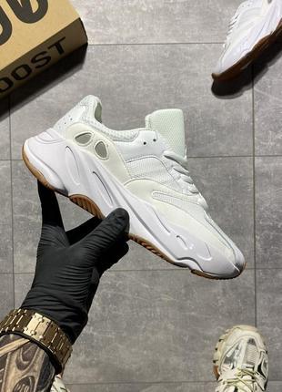 Женские кроссовки adidas yeezy 700 wave runner white.