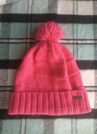 Розовая шапка reebok