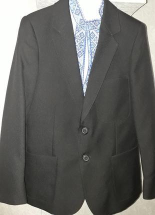 Пиджак для мальчика на 8-10 лет