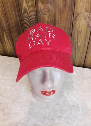 """Дерзкая красная кепка """"день плохих волос"""""""