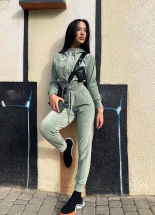 Плюшевий жіночий костюм бом