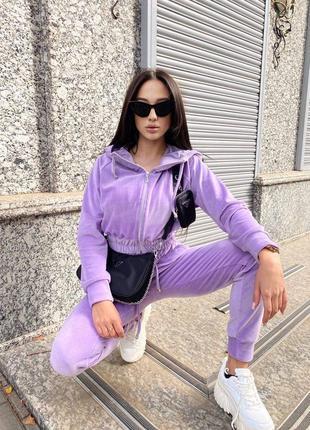 Трендовый плюшевый велюровый костюм в цветах в наличии