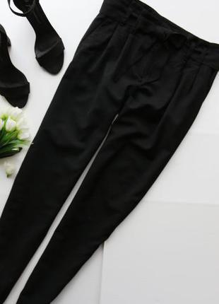 Красивые брюки с завышенной талией и карманами по бокам