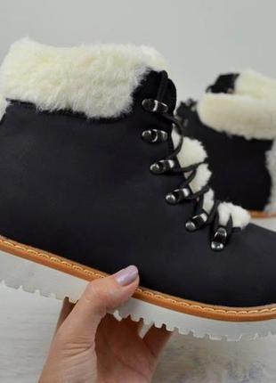 Милые ботинки с мехом adidas черного цвета 38,39,40 рр