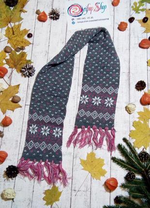 Красивый шарф шарфик со стильным зимним принтом  в виде вязаных снежинок