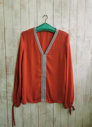Блуза с вышивкой тесьма
