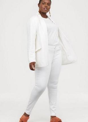 Новые белые утягивающие джинсы скинни h&m. размер 48