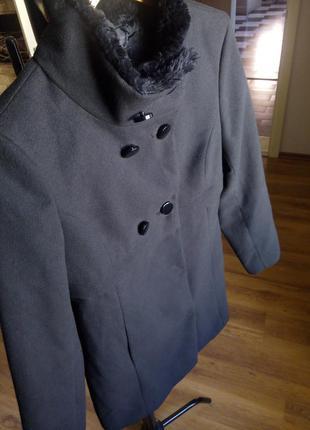 Шикарное черное пальто motivi