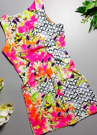 Неоновое трикотажное платье