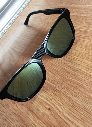 Солнцезащитные очки с зеркальными линзами