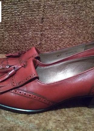 Фирменные кожаные туфельки в отличном состоянии.