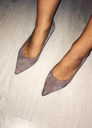 Туфли лодочки на низком каблуке лилово - сиреневого цвета от marks & spencer