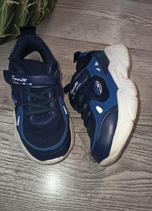 Класні зручні кросівки 19см 70 грн.