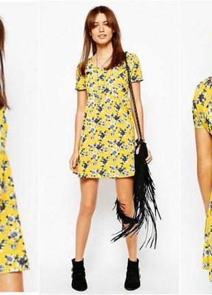 Желтое расклешенное  платье с цветочным принтом