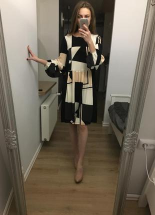 Дуууже гарна сукня з цікавими рукавами. next