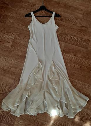 Платье миди с рюшей айвори (шампань) платье вечернее с разрезами