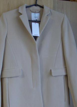 Пальто бежевое  демисезонное mango.размер s. оригинал.куплено в испании.