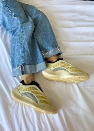 Женские кроссовки adidas yeezy 700 v3 safflower