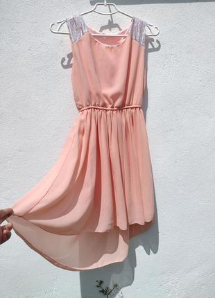 Нежное персиковое шифоновое платье с хвостом с пайетками