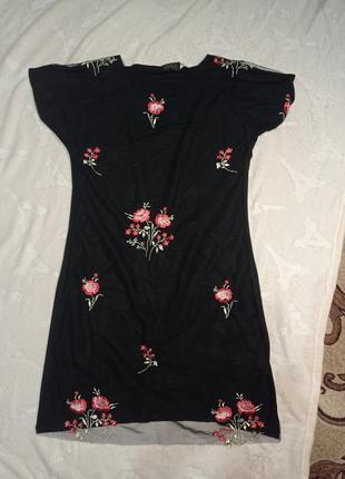 Чёрное платье с вышивкой на сетке