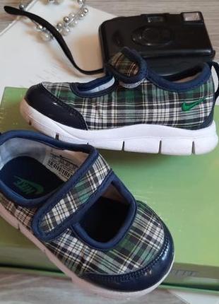 Nike мягкие легкие спортивные туфельки р 22 оригинал