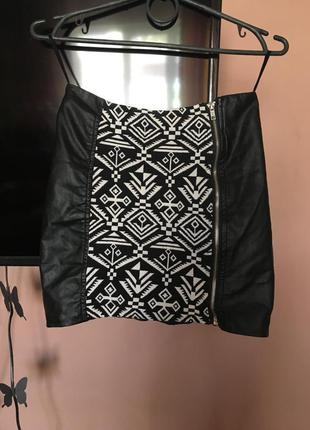 Стильная юбка из прочной ткани экокожа